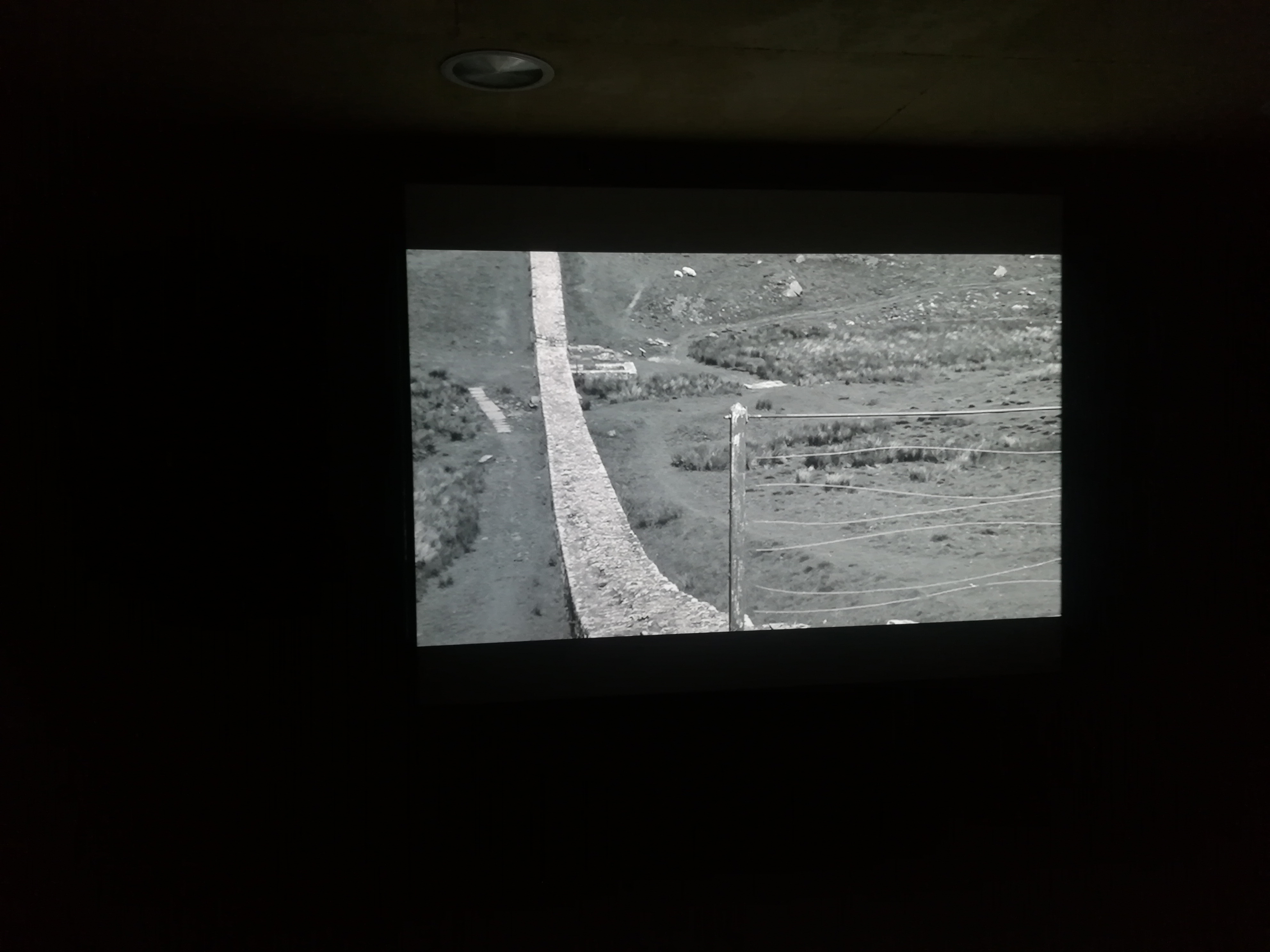 CÁMARA OSCURA. Frontera/s, entre lo inmaterial y la teatralización frente al que mira. Miradas de y desde Asia (III)